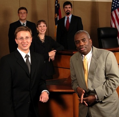 Elon Law students and faculty in courtroom